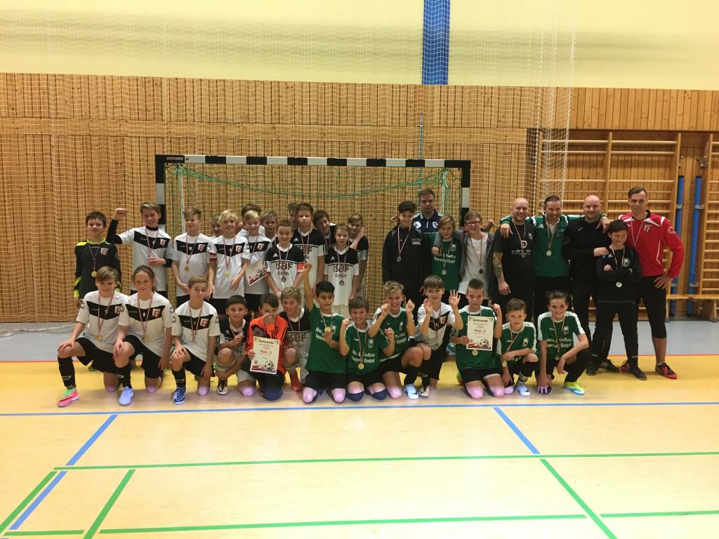 Gruppenfoto Platz 1-3 Hallenkreismeisterschaften FK Oberhavel-Barnim bei den D-Junioren