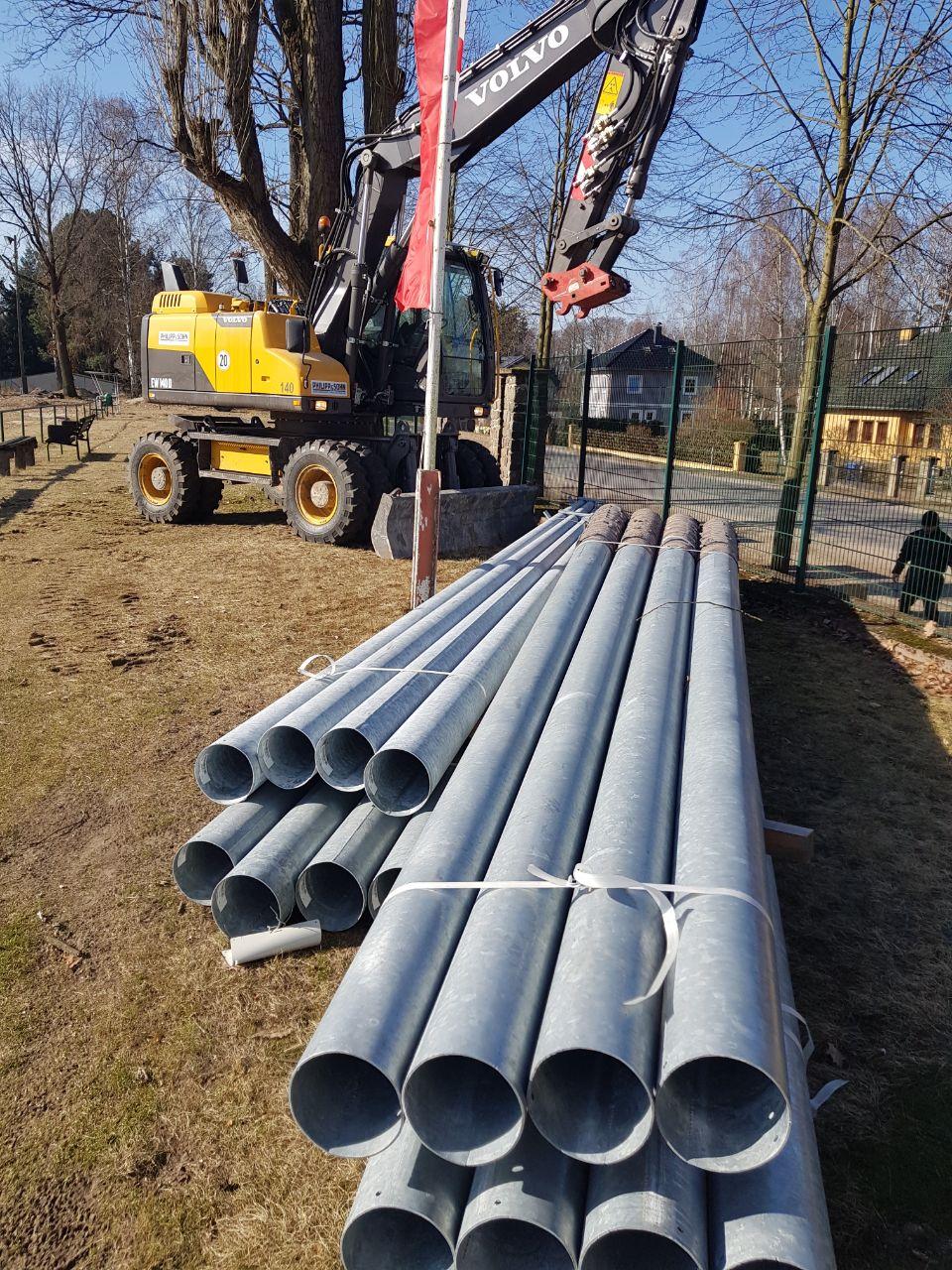 20180301 Masten für die Flutlichtanlage
