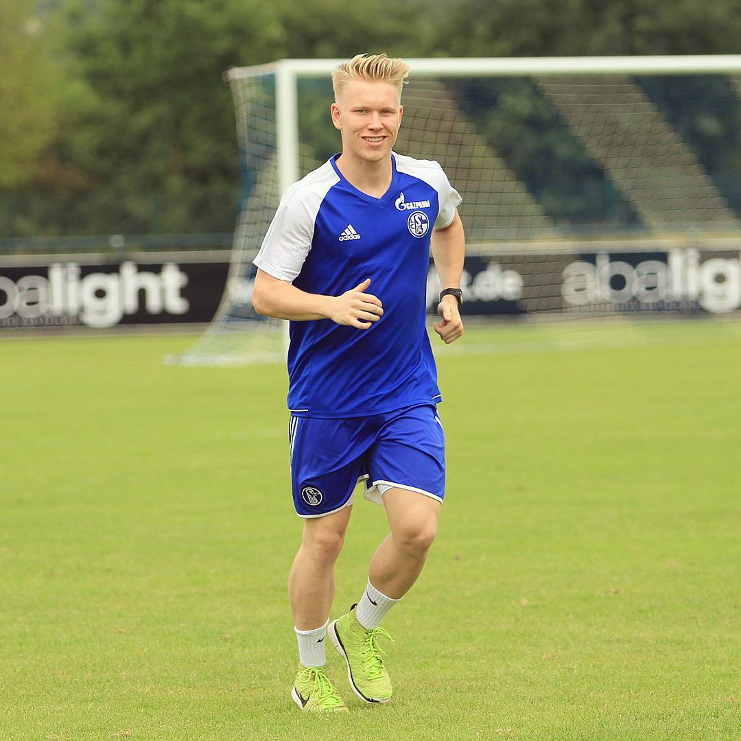 2017-2018 Lennart Czyborra im Trikot von Schalke04 copyright pictaStar.com
