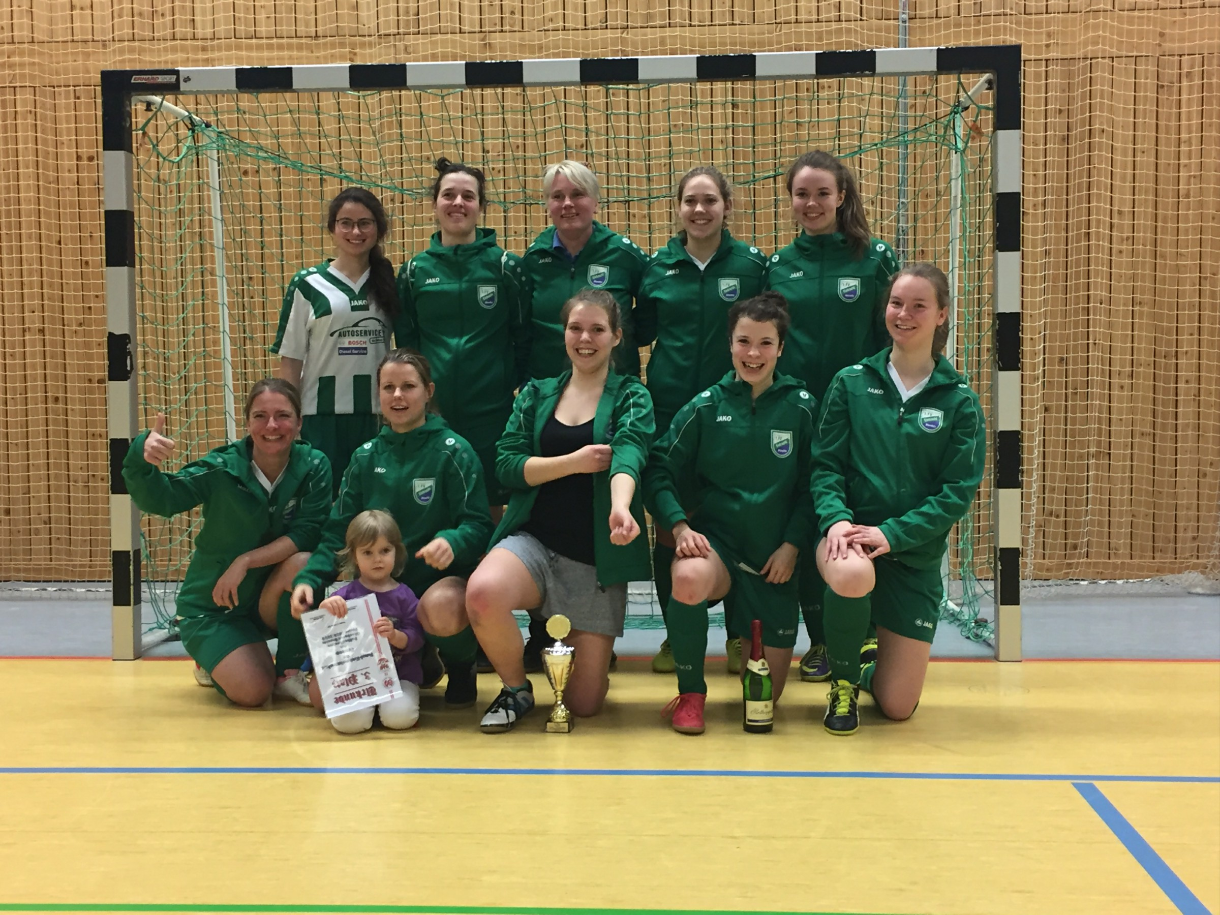 20190216 Frau der SG Wandlitz-Basdorf erreichen 3. Platz bei der Futsal-HKM~1